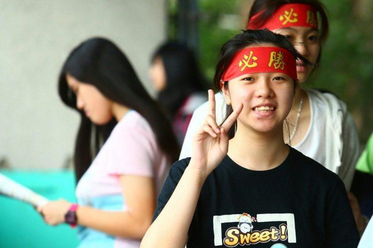 國中會考生生們在頭上綁著「必勝」的頭巾,祈求能有好成績。坌報資料照/記者余承翰攝影